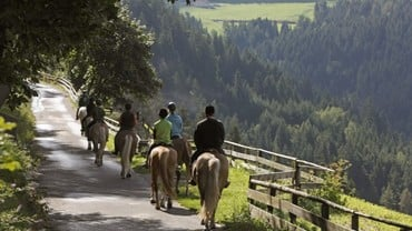 Horse riding in Avelengo